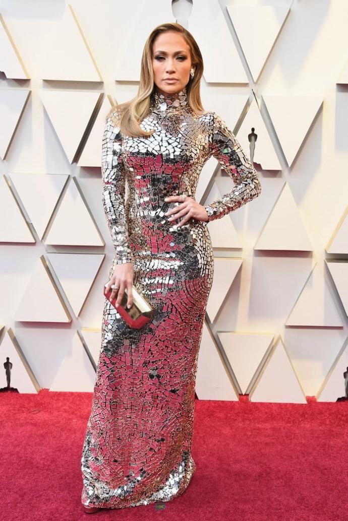 """Гляжусь в тебя, как в зеркало: платье Дженнифер Лопес произвело фурор на кинопремии """"Оскар 2019"""""""