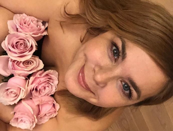 Ирина Пегова устроила странную фотосессию в купальнике