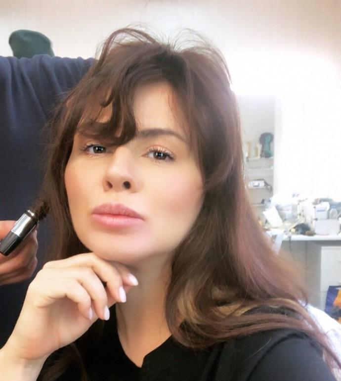 Анна Семенович с новым цветом волос выглядит сильно постаревшей