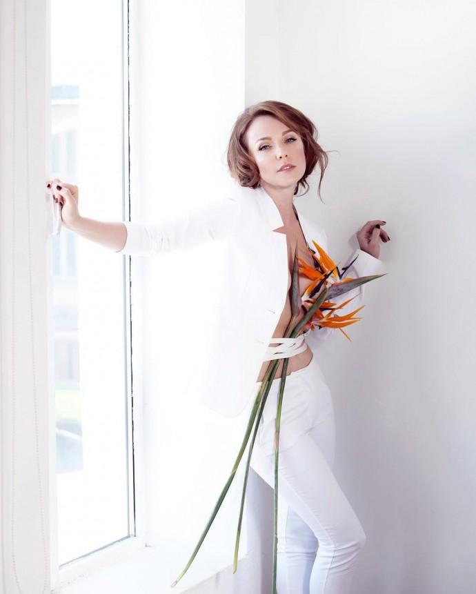 Альбина Джанабаева взбудоражила пикантным фото без белья