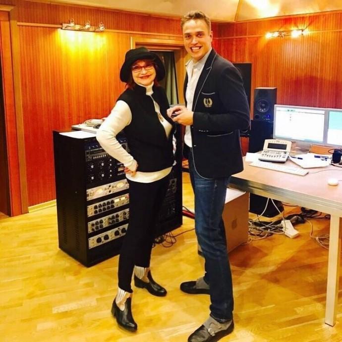 Елена Степаненко задолжала миллионы за коммунальные услуги