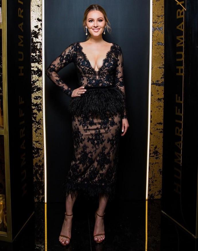 Мария Кожевникова примерила очень смелое платье