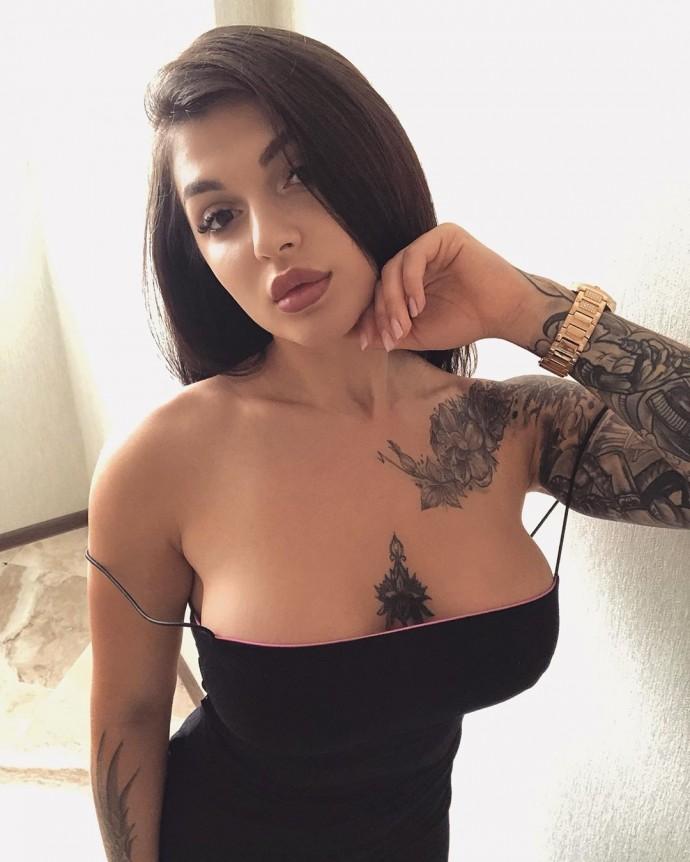В клипе на новую песню Анны Седоковой присутствует только огромная женская грудь