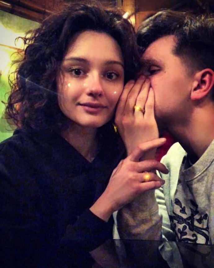 Любовь Толкалина и Егор Кончаловский выдают дочь Марию замуж
