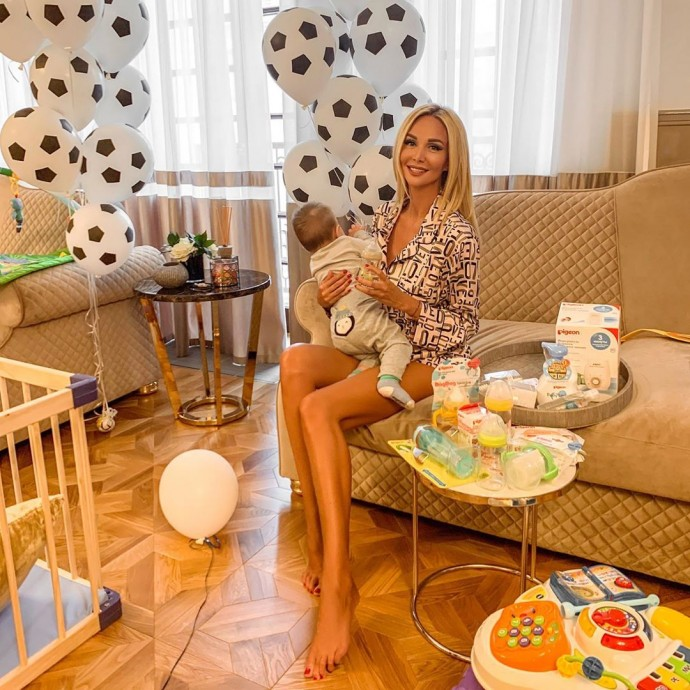 Виктория Лопырёва впервые привезла сына в Москву и сняла видео об этом