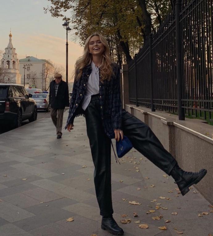 Стефания Маликова нашла способ удлинить свои коротенькие ножки
