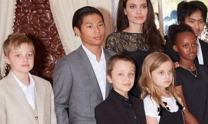 Дочь Анджелины Джоли и Брэда Питта официально стала мальчиком