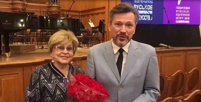 Ангелина Вовок выходит замуж за импозантного 50-и летнего холостяка