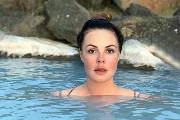 В Сети обсуждают фигуру 58-летней Екатерины Андреевой в купальнике