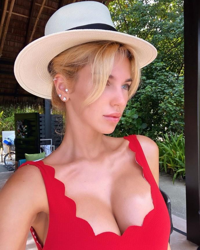 Молодая жена 51-летнего бизнесмена Николая Саркисова снялась обнажённой