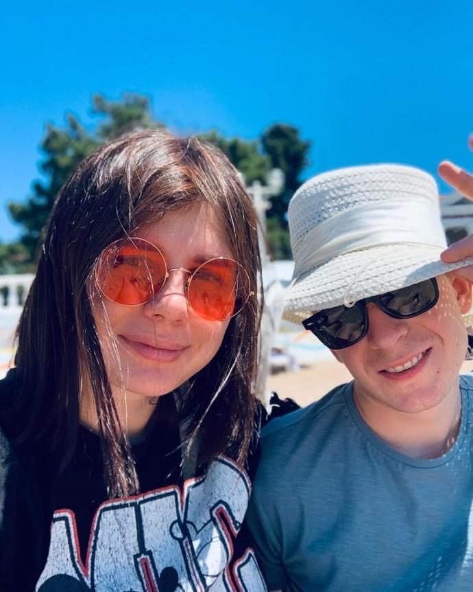 Беременная блогер Марина Балмашева вышла замуж за 20-летнего пасынка