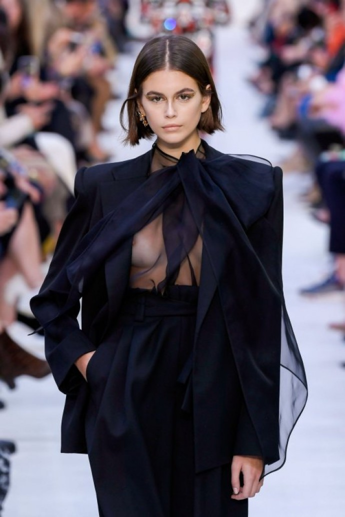 Кайя Гербер представила две эротические обложки журнала Vogue