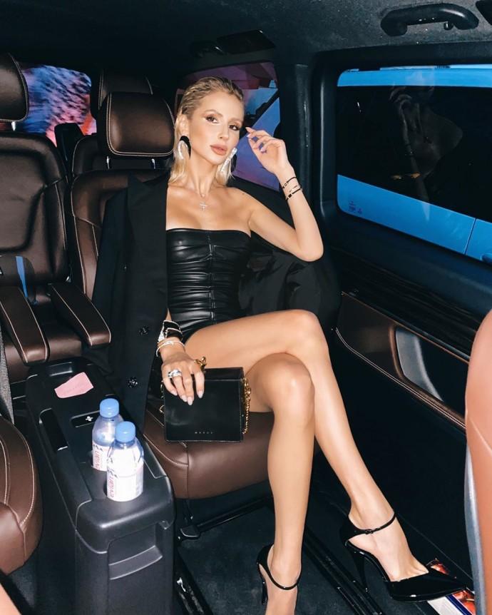 Рейтинг дня: Светлана Лобода на шпильках и в коротком платье из кожи отправилась покорять ночные заведения Греции