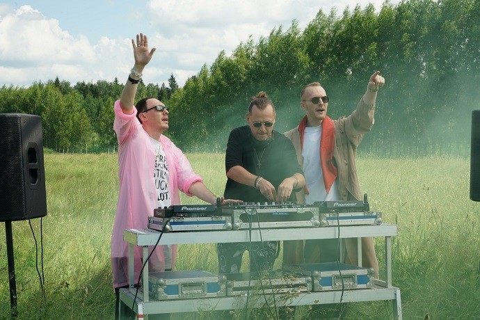 """""""What a girl in love can do"""": famous DJs """"Swanky Tunes"""" and singer IVAN staged an action in a new video"""