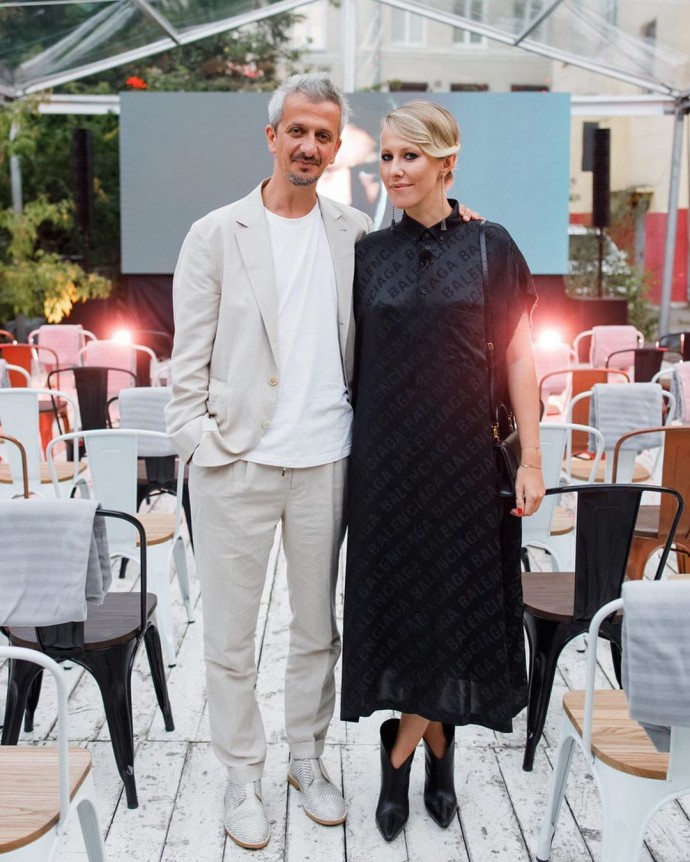 Рейтинг дня: платье Ксении Собчак на премьере сериала сравнили с мешком от картошки