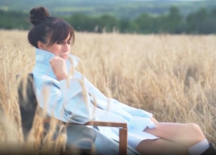 Мирослава Карпович примерила на себя образ игривой невесты