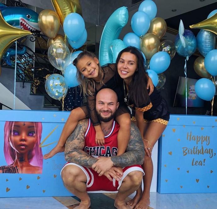 Оксана Самойлова и Джиган поздравили дочь Лею с днем рождения