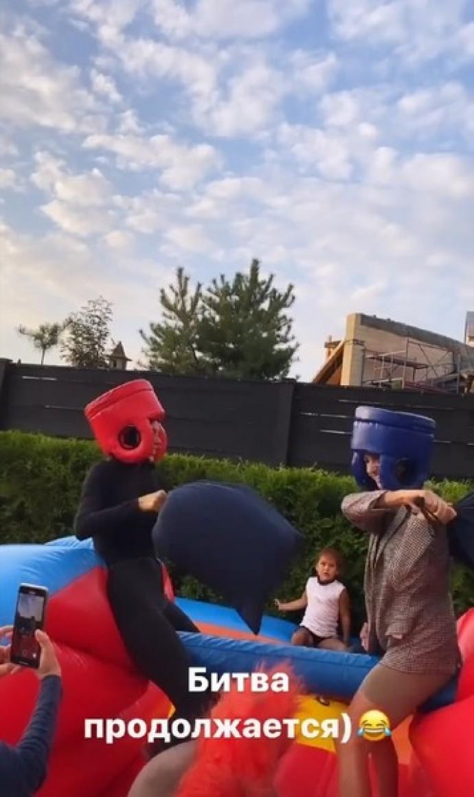 Оксана Самойлова и Джиган устроили шумную вечеринку в честь дня рождения дочери Лей