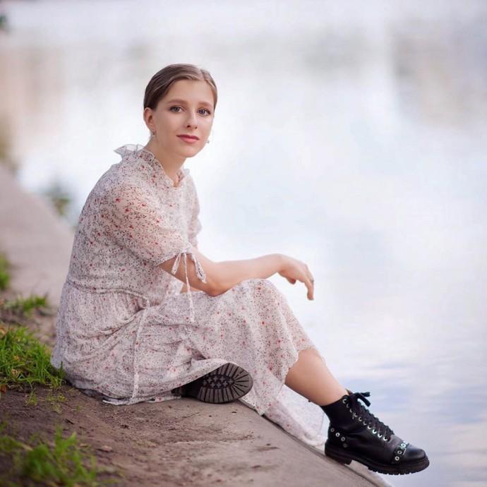 Рейтинг дня: Лиза Арзамасова обыграла образ тургеневской девушки