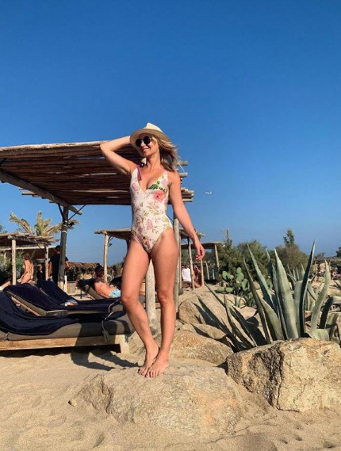 """Сбившая насмерть человека участница шоу """"Голос"""" Юлия Райнер избежала наказания и отдыхает в Турции"""