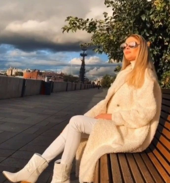 Rating of the day: Alena Shishkova showed a new coat, responding to the news about Timati's separation from Reshetova