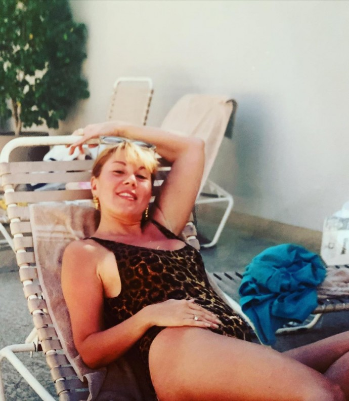 The daughter of Lyubov Uspenskaya showed a photo of her mother in a leopard swimsuit
