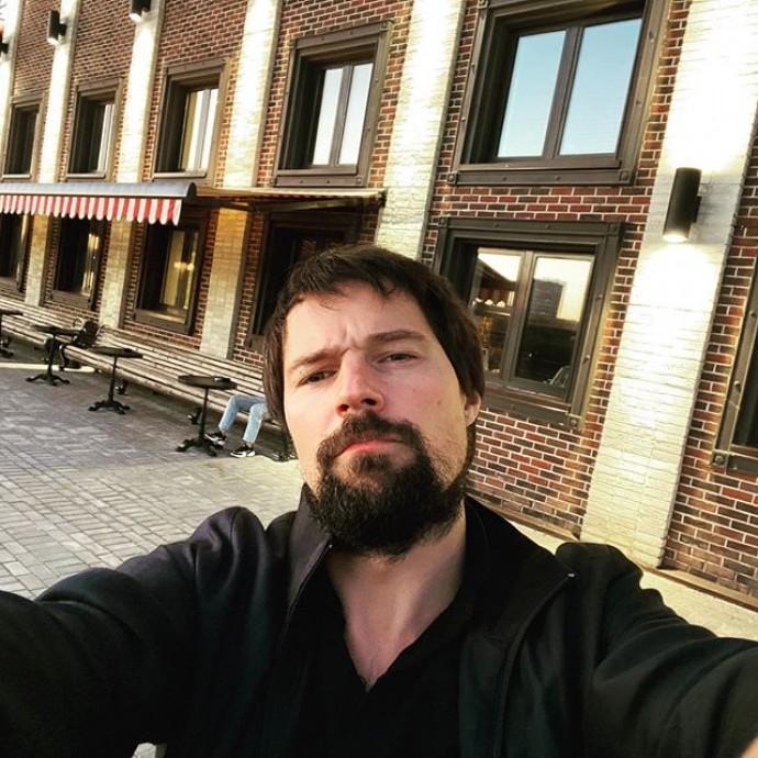 Данила Козловский разбил голову поклоннице и предстанет перед судом