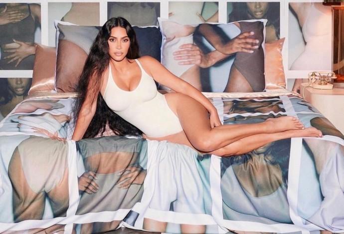 Ким Кардашьян возмутила беременных женщин коллекцией утягивающего белья