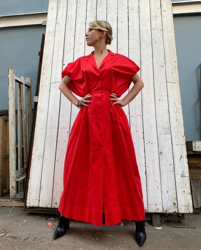 Rating of the day: Ksenia Sobchak in a red dress enjoyed the September sun