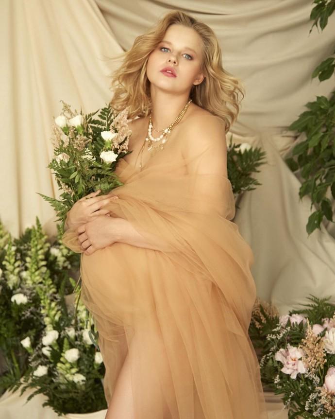 Александра Бортич показала, как выглядела во время беременности