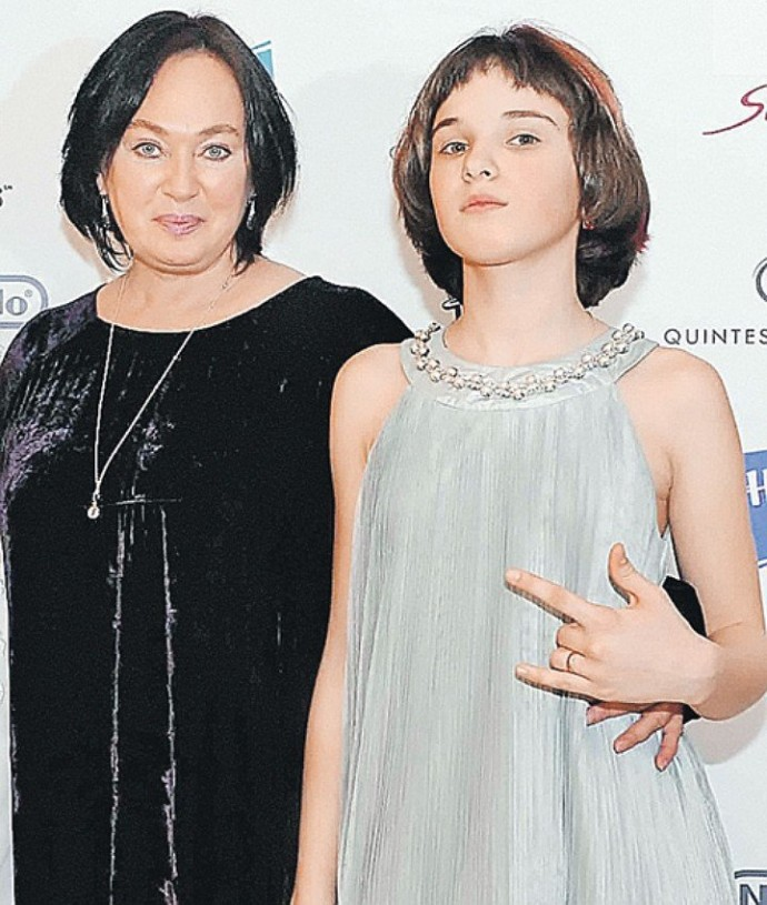 """Дочь Ларисы Гузеевой заявила, что благодаря деньгам матери и своей сногсшибательной внешности будет """"жить не тужить"""""""