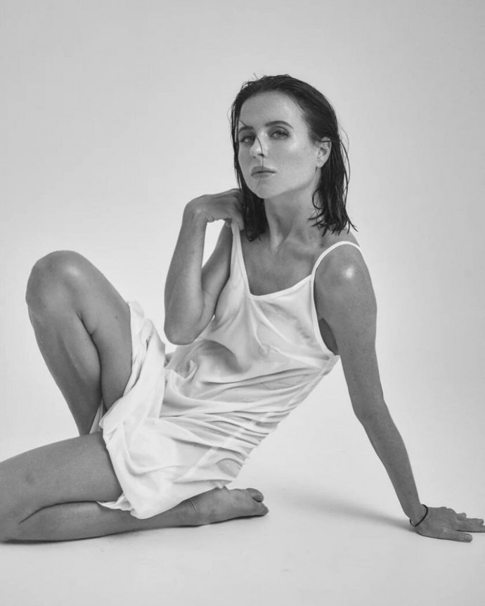 Мирослава Карпович снялась мокрая и без белья