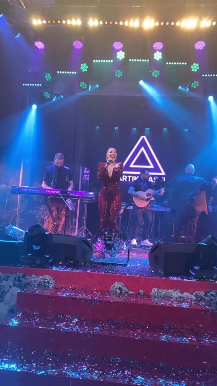 Анастаия Шубская в секси-образе устроила вечеринку в честь дня рождения Александра Овечкина