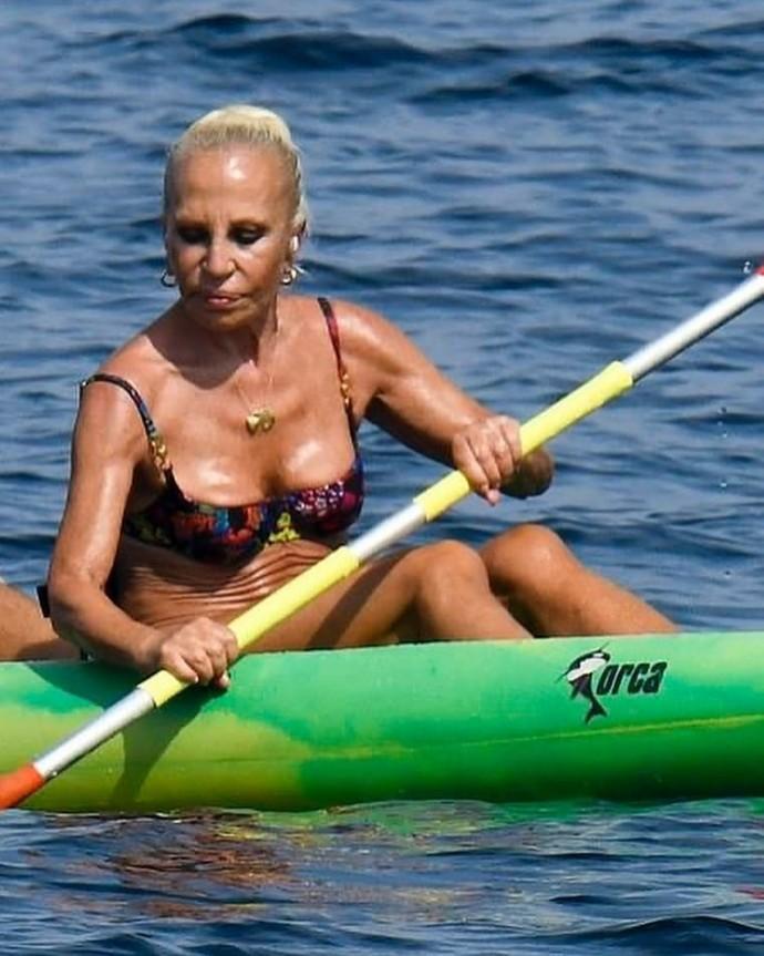 65-летняя Донателла Версаче надела игривое бикини