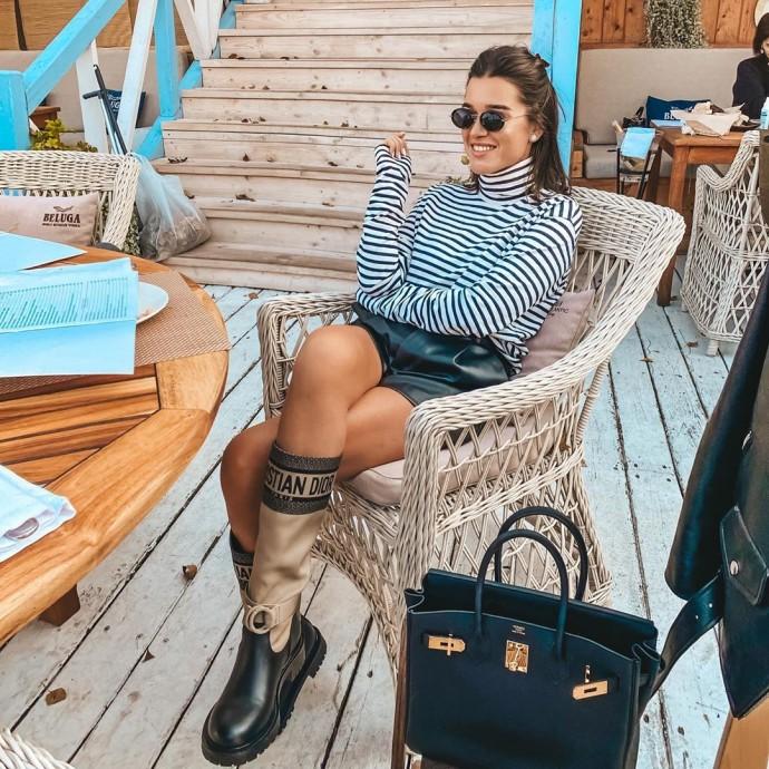 Рейтинг дня: Ксения Бородина предстала в коротких кожаных шортах и высоких сапогах
