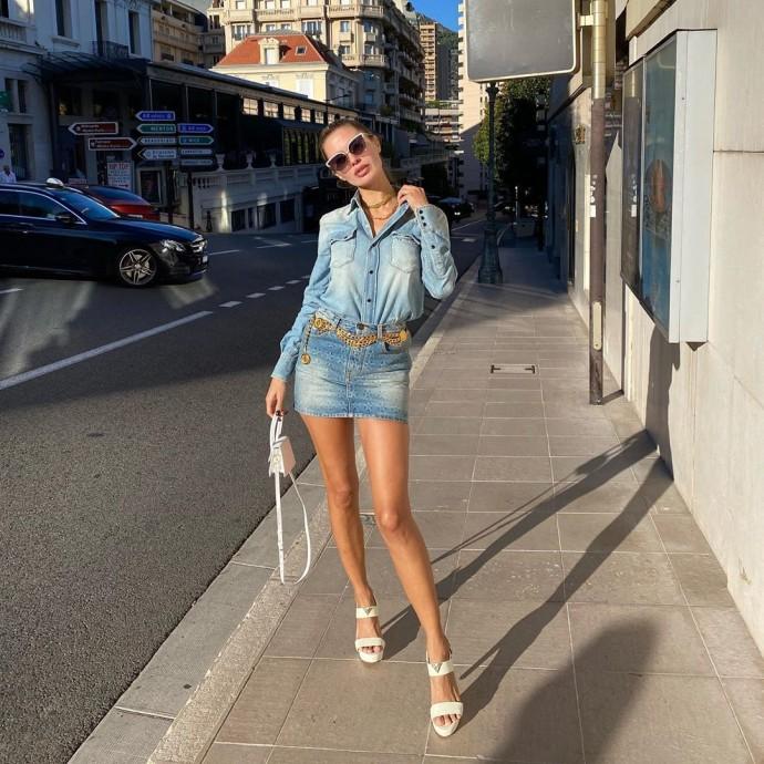 Рейтинг дня: Виктория Боня прошлась по улочкам Монте-Карло в супер короткой юбке