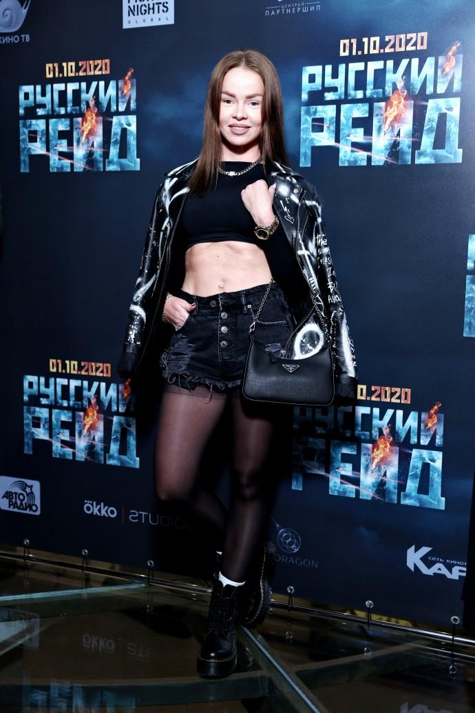 Рейтинг дня: Елена Князева обнажила животик на премьере фильма