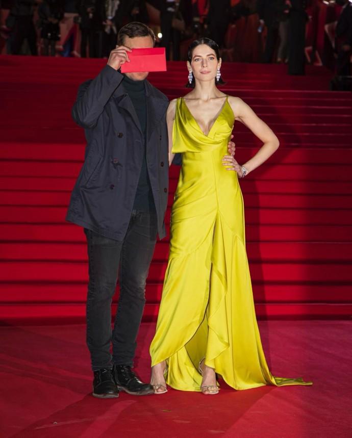Рейтинг дня: Юлия Снигирь предстала на красной дорожке в шикарном платье с глубоким декольте