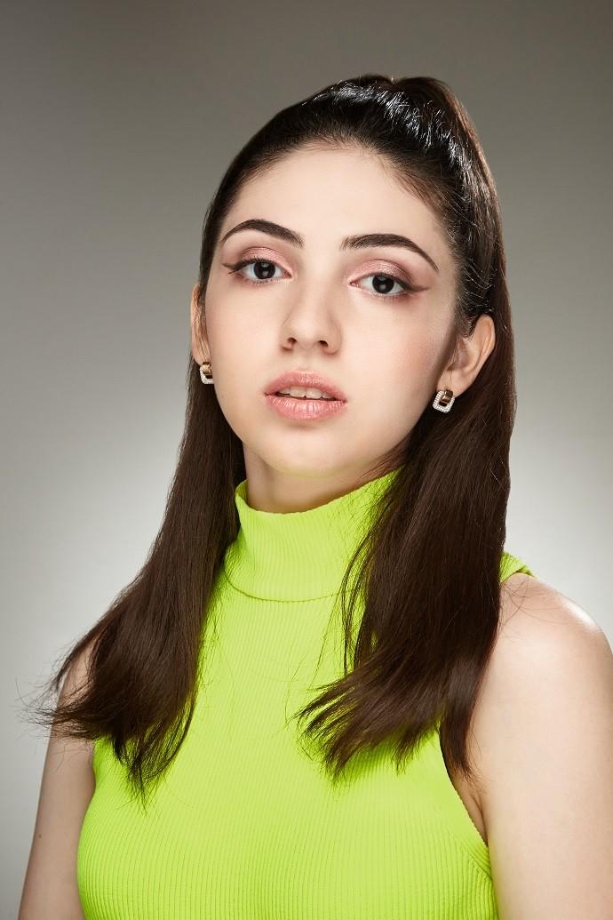 «Для музыкальной карьеры расстояние – не помеха»: юная певица Эвелина Меликян рассказала о том, как идет к своей мечте
