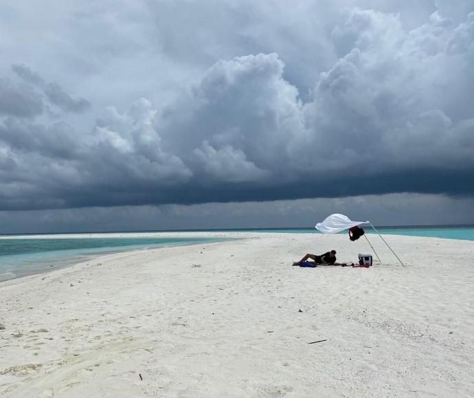 Элджей и Настя Ивлеева делятся пляжными фото с Мальдивских островов