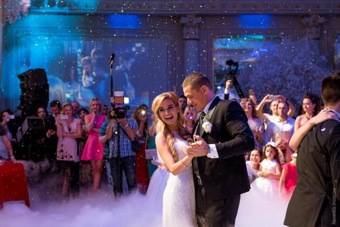 Ксения Бородина показала архивное видео с примерки свадебного платья