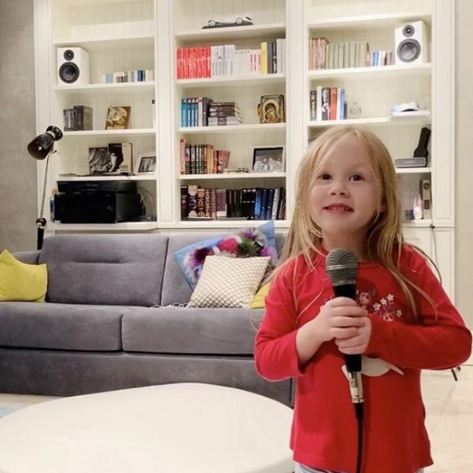 5-летняя дочь Игоря Николаева сочинила свою первую песню