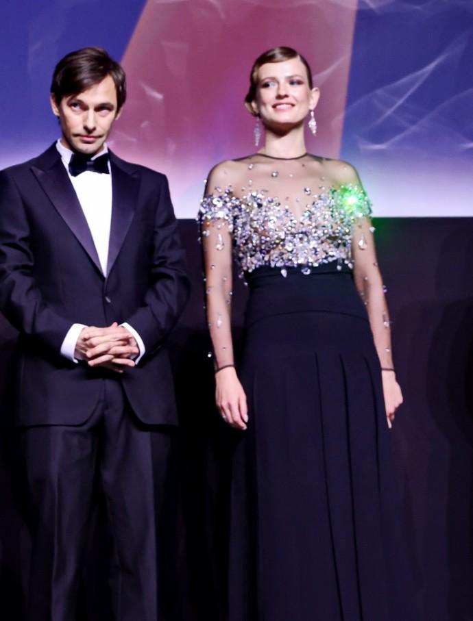 Софья Эрнст удивила выбором платья на премьере фильма