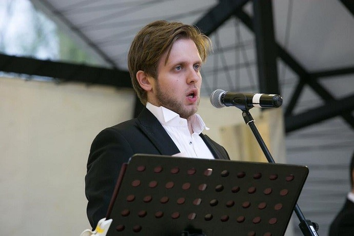 """In the absence of concerts and the usual applause, I learned how to bake pies"": the rising star of the opera scene, baritone Vladislav Chursin spoke about the pros and cons of the pandemic, Italy, Kazarnovskaya and plans for the next 10 years"