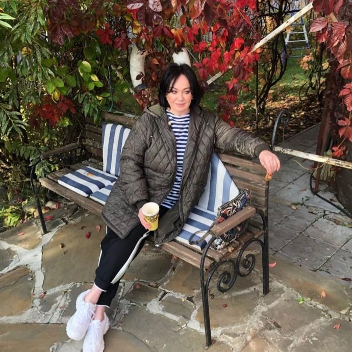 Рейтинг дня: Лариса Гузеева купила современные объёмные кроссовки
