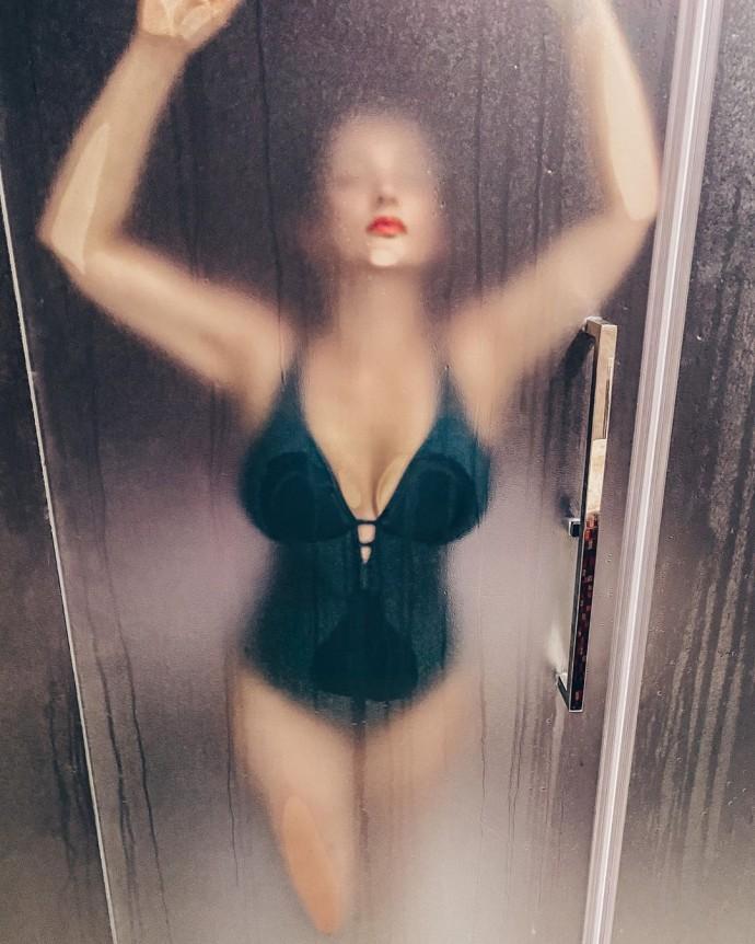 Анфиса Чехова покорила поклонников снимком из душа