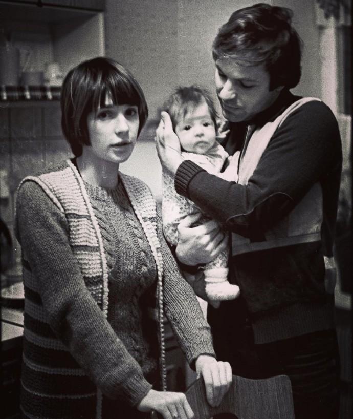 The eldest daughter of Vera Glagoleva showed a family retro photo