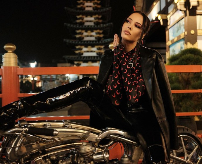 Rating of the day: Anastasia Reshetova in black latex on a motorcycle