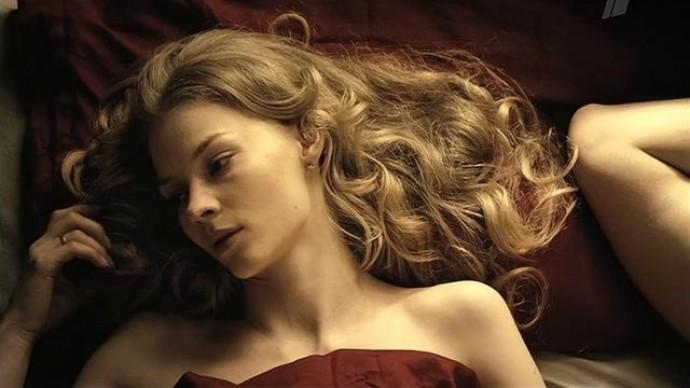 """""""Не сиськи мять"""": Светлана Ходченкова объяснила, почему любит сниматься в постельных сценах"""