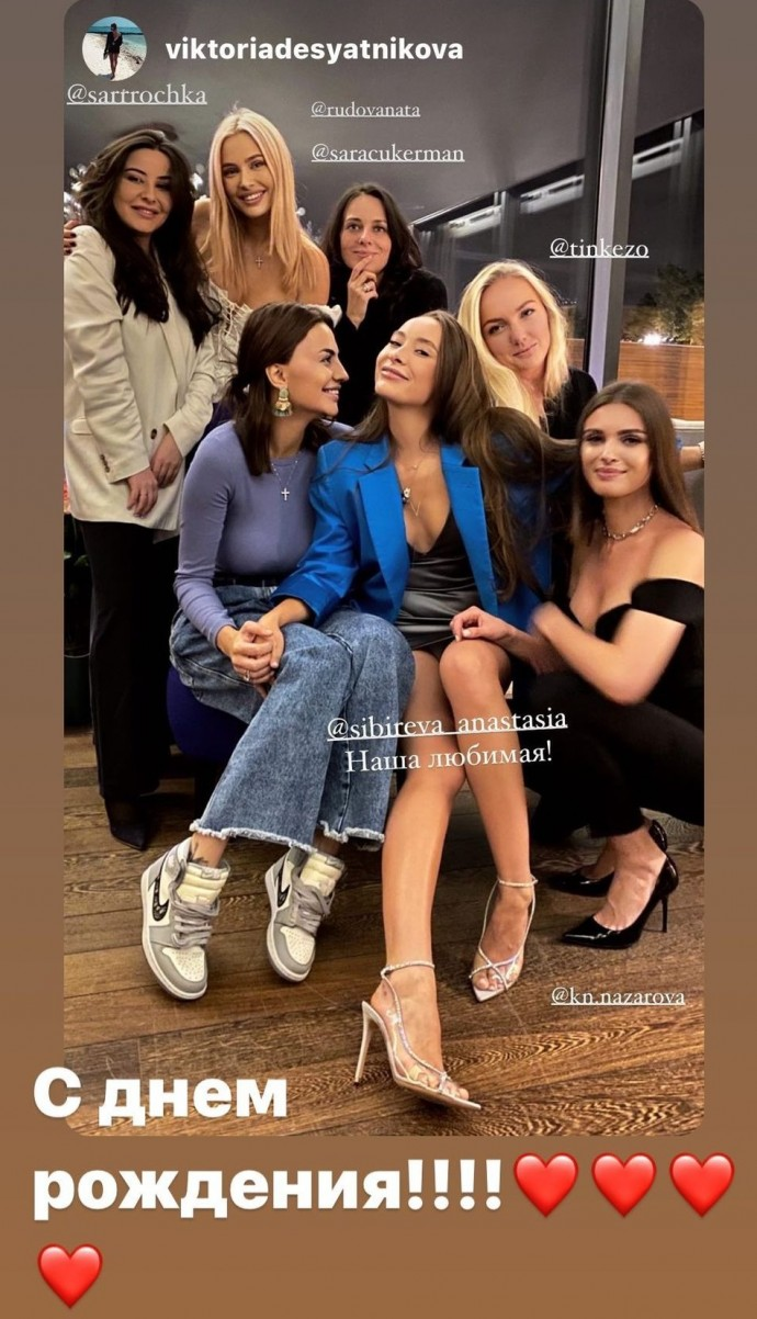 Рейтинг дня: Наталья Рудова пришла на день рождения подруги в платье с глубочайшим декольте